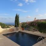 Se hvordan indretningsarkitekten arbejder med farver og stemninger i sin feriebolig på Mallorca.